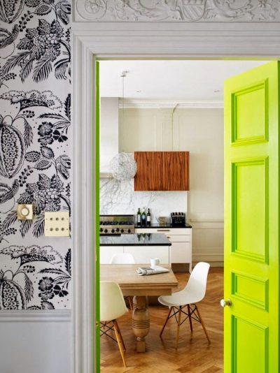 Маленькая неоновая дверь в стиле хай тек
