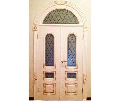 Двустворчатая распашная дверь с арочной фрамугой