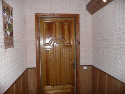 Деревянная дверь после морения
