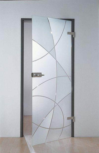 Стеклянные двери в дизайне интерьера помещения, которые добавляют комнате легкости и неординарности оформления