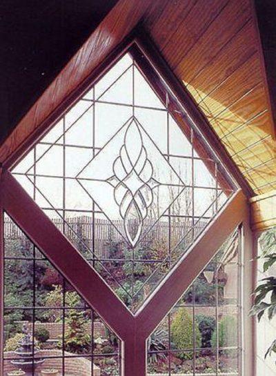 Вариант применения фацетного стекла с преимущественно геометрическими фигурами