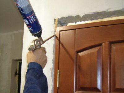 Запенивание дверного изделия