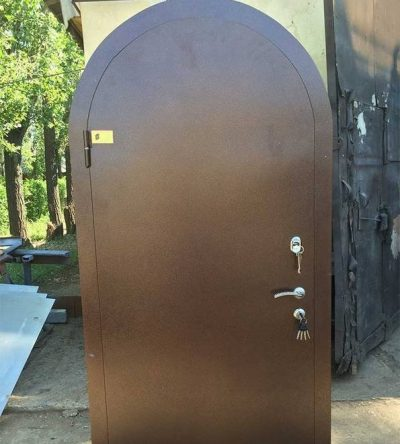 Стальные противовзломные наружные двери изогнутой формы