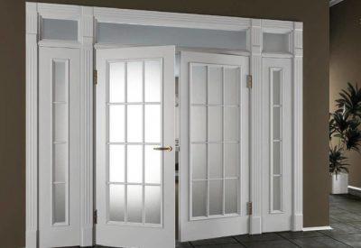 Качающаяся дверь высокая