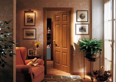 Привлекательная модель двери для загородного дома