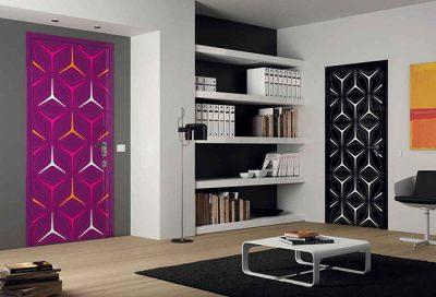 Оклеивание входных дверей фотообоями в интерьер помещения на бумажной основе