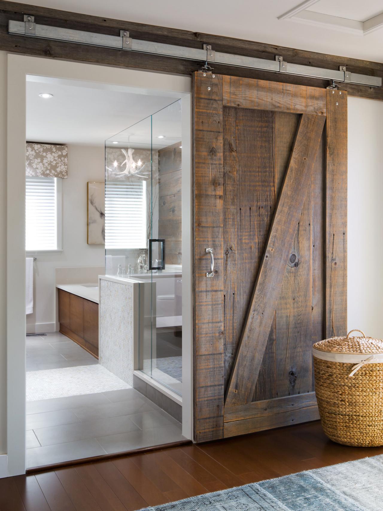 Дверь межкомнатная навесного типа у стен