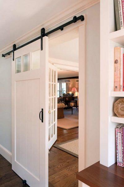 Навесная дверь в интерьере