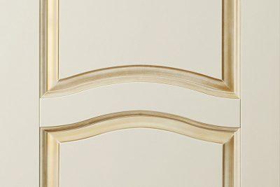 Окрашенная дверь цвета «слоновой кости»