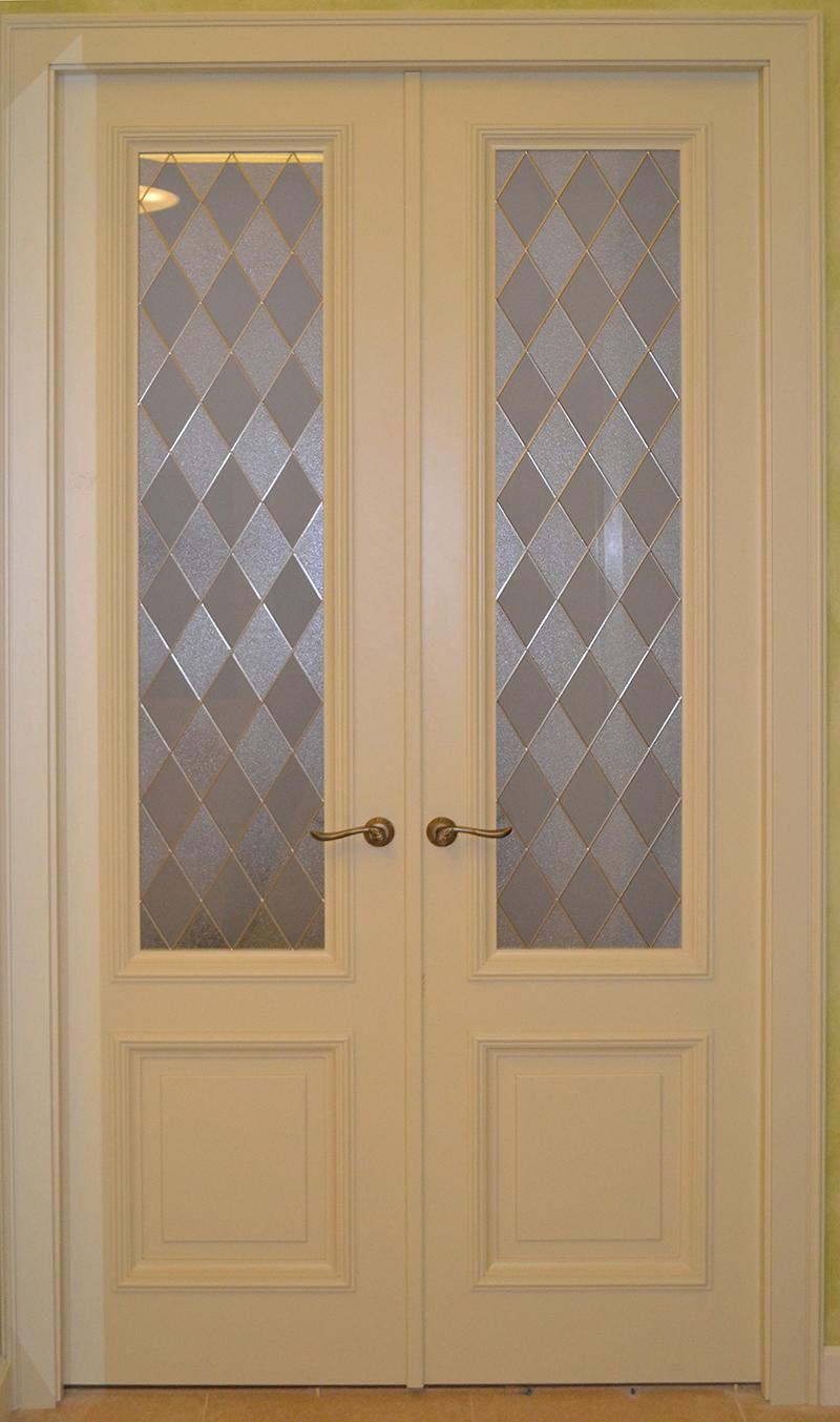 Дверь с витражным стеклом