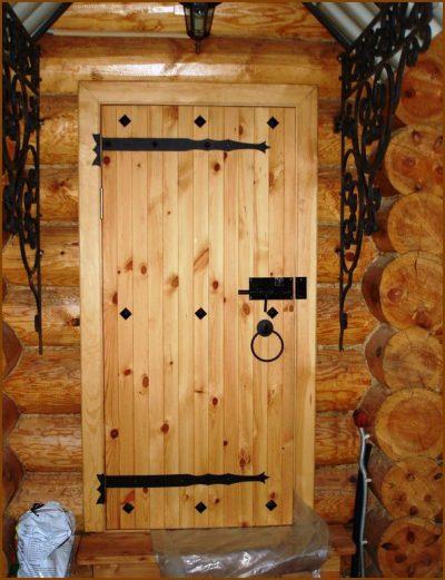 Основные преимущества и разновидности деревянных дверей