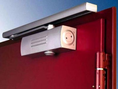 Характеристики электрического доводчика для двери