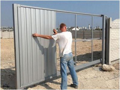 Преимущества раздвижных ворот своими руками, их технические характеристики, материалы, 12 фото с процессом изготовления и примерами работ