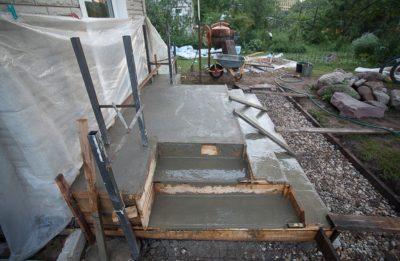 Изготовление крыльца из бетона своими руками: пошаговая инструкция