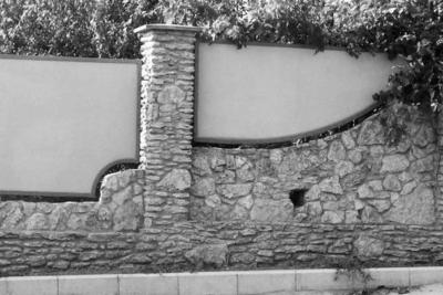 Заборы из шифера – отличный бюджетный вариант, 18 фото с примерами и этапами работ