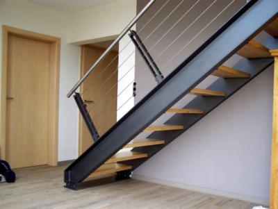 Изготовление лестницы на второй этаж из уголка швеллера: конструктивные особенности, преимущества и нюансы монтажа