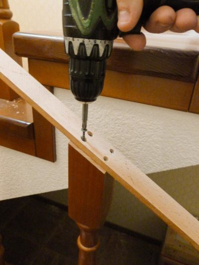 Какие есть способы крепления балясин к перилам и ступеням: выбор материалов
