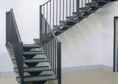Как самостоятельно создать металлическую лестницу на второй этаж  в частном доме