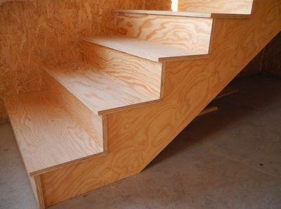 Как правильно провести монтаж лестницы из фанеры и ее обшивку