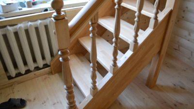 Техника изготовления балясин для лестницы из натуральной древесины своими руками без станка