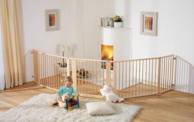 Как правильно закрыть область лестницы на второй этаж от маленького ребенка