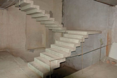 Как сделать двухмаршевую лестницу с площадкой своими руками