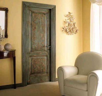 Дверь из массива сосны, с патиной