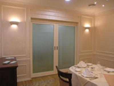 Вариант раздвижных дверей для столовой