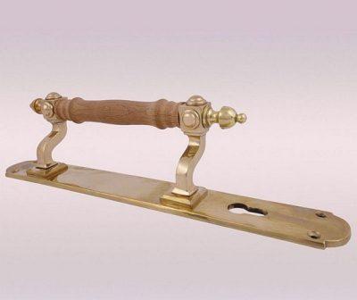 Стационарная ручка на планке с отверстием под ключ