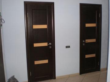 Двери в ванную и туалет в интерьере