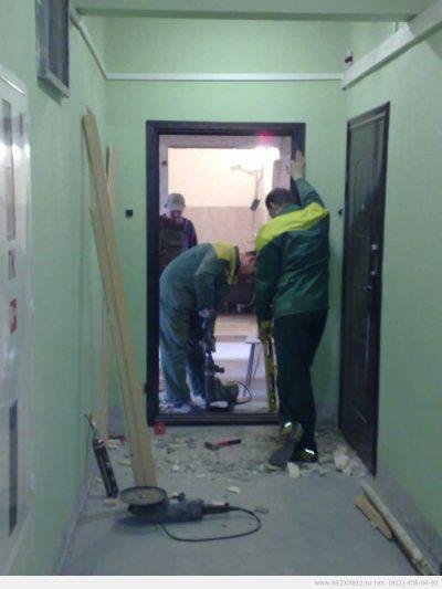 Расширение проема и установка новой двери