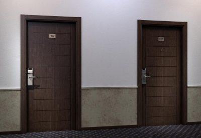 Правильное расположение дверей на лестничной площадке