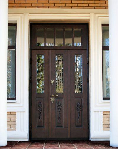 Вариант дизайна с двумя фрамугами, зеркальным стеклом и решетками