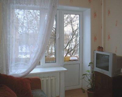 Отделка дверных балконных откосов с помощью белого пластика