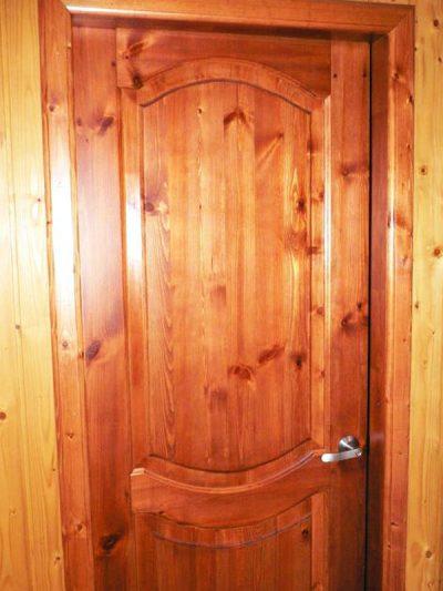 Двери, покрытые лаком