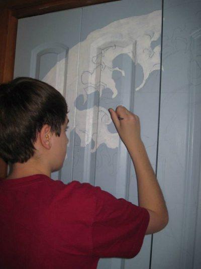 Нанесение рисунка на дверь