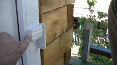 Регулировка петель пластиковых дверей