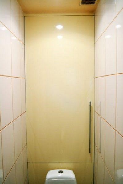 Дверца в туалете