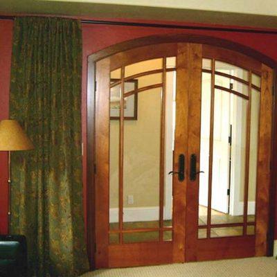 Равнопольная дверь-распашонка