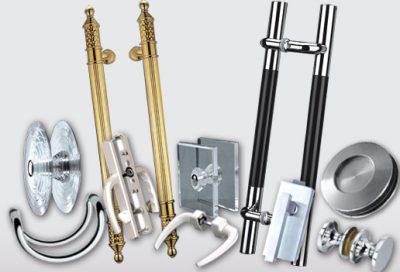 Различные варианты дверных ручек, каждый из которых может быть установлен на дверных полотнах двойного типа