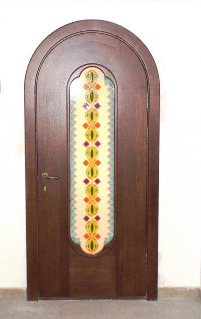 Дверь-арка, выполненная из дубового массива
