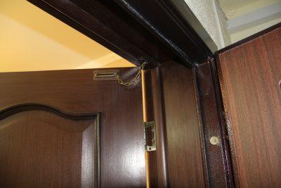 Ограничитель для межкомнатной двери универсальный, который ограничит передвижение сквозь конструкцию