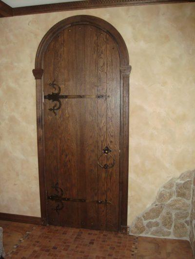 Старинные двери-арка