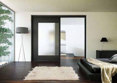 Раздвижная межкомнатная дверная конструкция для загородного дома