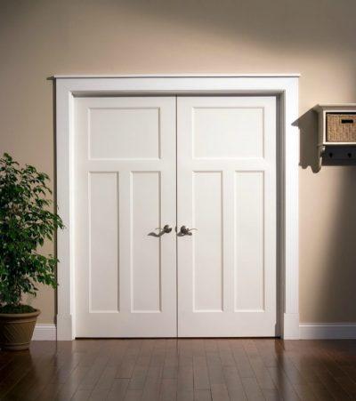 Простые и легкие двери, выполненные в востребованном стиле арт-деко