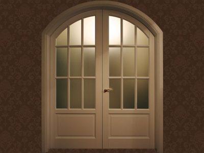 Арочная двухстворчатая дверь из массива