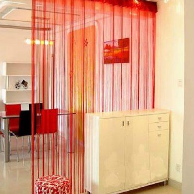 Нитевые занавески для арки в красном цвете из тонкого материала
