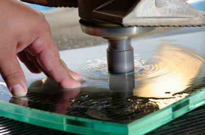 Вырез отверстий в материале под фурнитуру