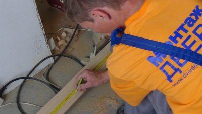 Монтаж реечной алюминиевой капители под потолок