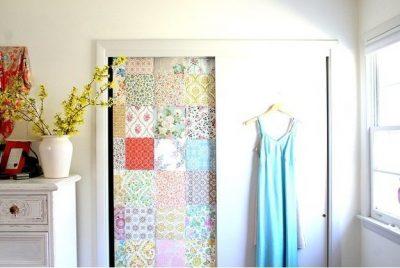 Дверь, украшенная тканью